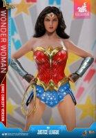 Hot-Toys-Comic-Wonder-Woman-02.jpg