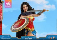Hot-Toys-Comic-Wonder-Woman-03.jpg