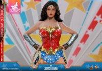 Hot-Toys-Comic-Wonder-Woman-04.jpg