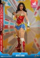 Hot-Toys-Comic-Wonder-Woman-05.jpg
