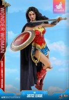 Hot-Toys-Comic-Wonder-Woman-06.jpg