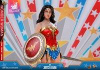 Hot-Toys-Comic-Wonder-Woman-07.jpg