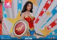 Hot-Toys-Comic-Wonder-Woman-08.jpg