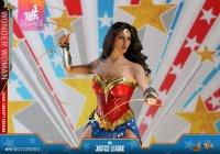 Hot-Toys-Comic-Wonder-Woman-11.jpg