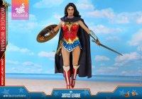 Hot-Toys-Comic-Wonder-Woman-12.jpg