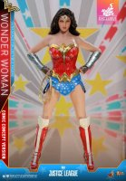 Hot-Toys-Comic-Wonder-Woman-14.jpg