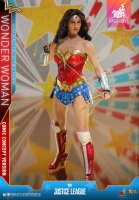 Hot-Toys-Comic-Wonder-Woman-15.jpg