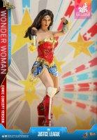 Hot-Toys-Comic-Wonder-Woman-17.jpg
