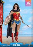 Hot-Toys-Comic-Wonder-Woman-19.jpg