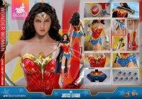 Hot-Toys-Comic-Wonder-Woman-20.jpg